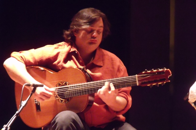 http://www.guitarrasdeamerica.com