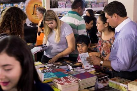 Foto: Jackson Romanelli/Infinito. 27/08/2015.  Araxa. Minas Gerais. Brasil. Festival de Literatura de Araxá. Na foto a abertura da Livraria Leitura.