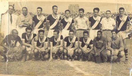 Foto 2 - Coquinho e a equipe do Vasco