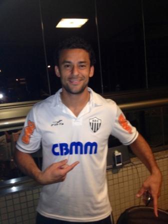 Foto Fred vestindo a camisa do Ganso