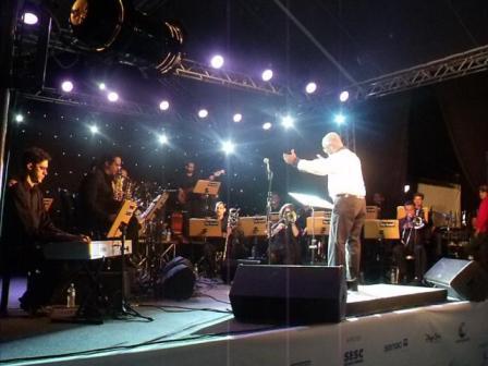 Orquestra-Big-Band-Palácio-das-Artes-encantou-a-todos-com-grandes-clássicos-da-música-mundial._640x480