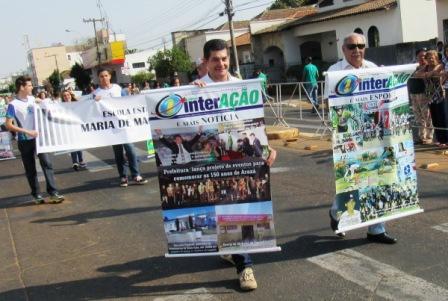 Os repórteres Armindo Maia e Alcino de Freitas desfilaram representando toda a equipe de profissionais, colunistas e colaboradores  do Jornal Interação.