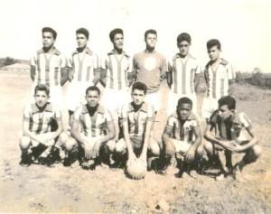 De pé Fernando Mascarenhas, Roberto, Tião da Sérgia, Ismael, Fábio Neves e Antônio Geraldo. Agachados José Levi, Chiquito, Orlando, Xoxó e Artur.