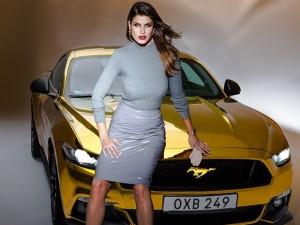 Ford lança mustang com modelo do brasil 1