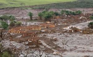 ONU critica governo pela tragédia em Mariana 3