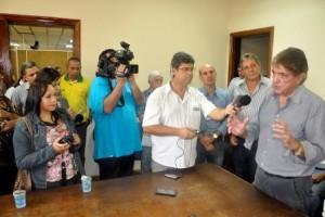 Aracely reúne imprensa