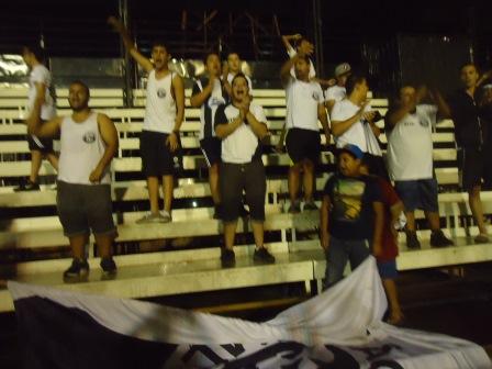 Após o jogo a torcida Pavilhão Alvi-negro protestando contra o técnico Luiz Eduardo