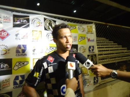 Fernandinho melhor jogador da partida pelo Araxá Esporte