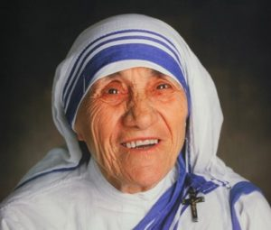 madre-teresa-de-calcuta-e-canonizada-pelo-papa-francisco-em-missa-no-vaticano-tarobalondrina1