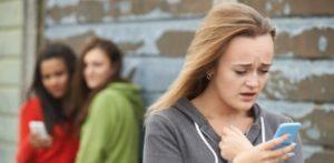menina-sofre-bullying-por-ser-filha-de-pais-homossexuais-1463886273973_615x300