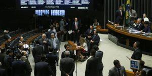 Brasília - O presidente Congresso Nacional, senador Renan Calheiros, durante sessão destinada a votar vetos e o projeto (PLN 8/2016) com verba para o Fies (José Cruz/Agência Brasil)